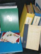 1 Umzugskarton mit ganze Welt Dublettenalben . sowie 1 Tüte mit Schweizer Marken, gestempelt