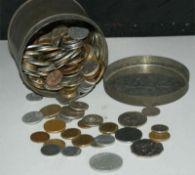 Lot Umlaufmünzen in einer alten Blechdose. Meist Europa, aber auch Übersee. Bitte besichtigen