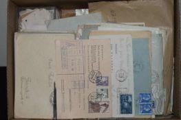 1 Karton voll Philatelie, dabei viele ältere Briefe. Meist BRD und DDR, sowie Tütenware. Bitte