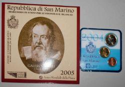 San Marino Minikit 2004, sowie San Marino 2005 2 Euro Gedenkmünze Galileo Galilei in Original
