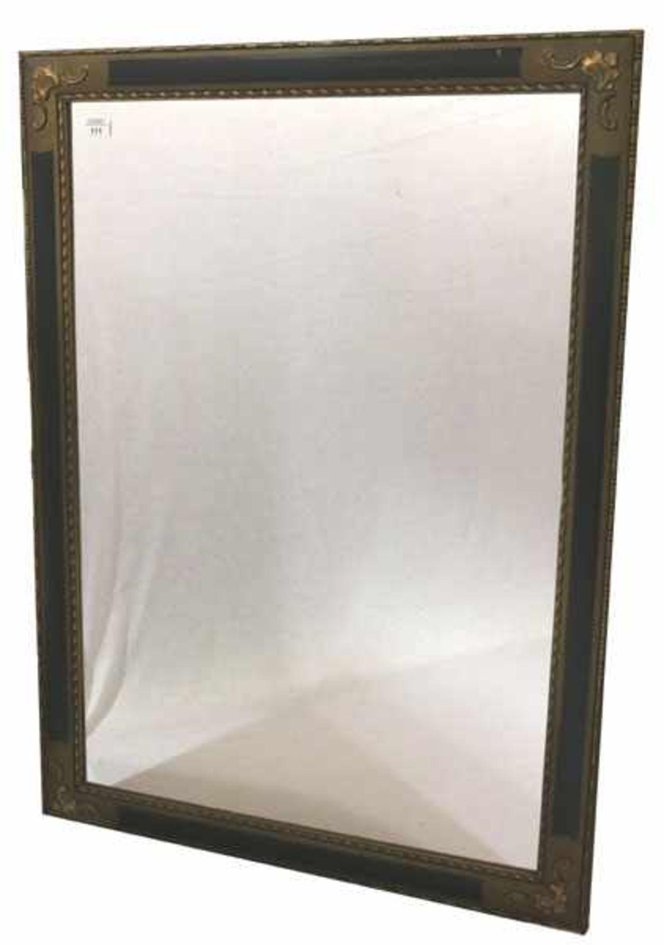 Los 111 - Wandspiegel in verziertem Holzrahmen, Rahmen leicht bestossen und berieben, incl. Rahmen 113 cm x 83
