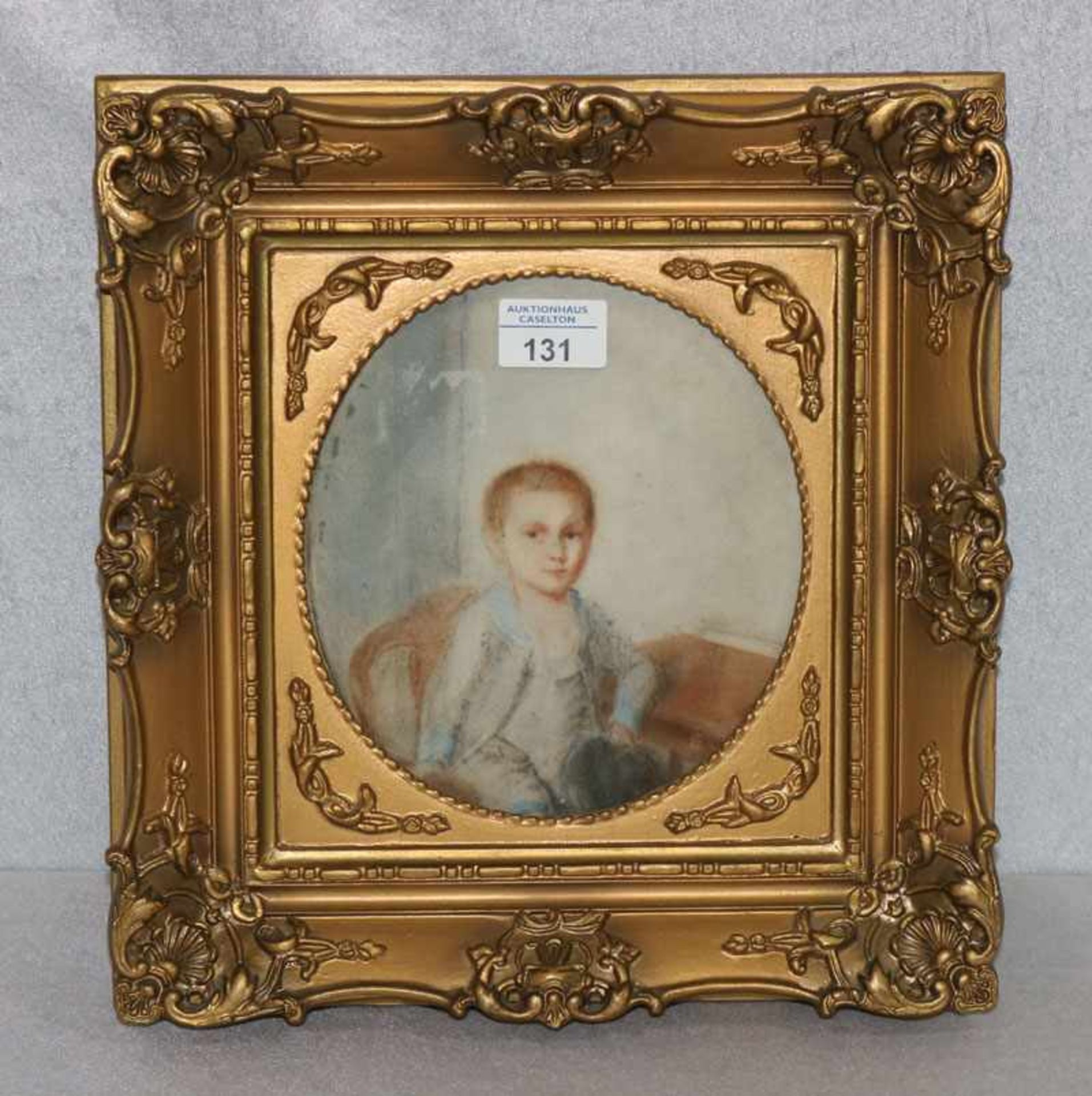 Los 131 - Gemälde Mischtechnik 'Jungenbildnis', oval unter Glas gerahmt, Rahmen leicht berieben 33 cm x 32 cm