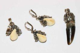 Silber Trachtenschmuck: Paar Ohrhänger mit plastischem Eichenlaub und Grandeln, L 3,5 cm, und