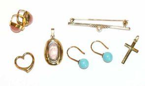 Konvolut von 8 k Gelbgold Schmuck: Paar Ohrhänger mit Rhodochrosit, Paar Ohrhänger mit hellblauen