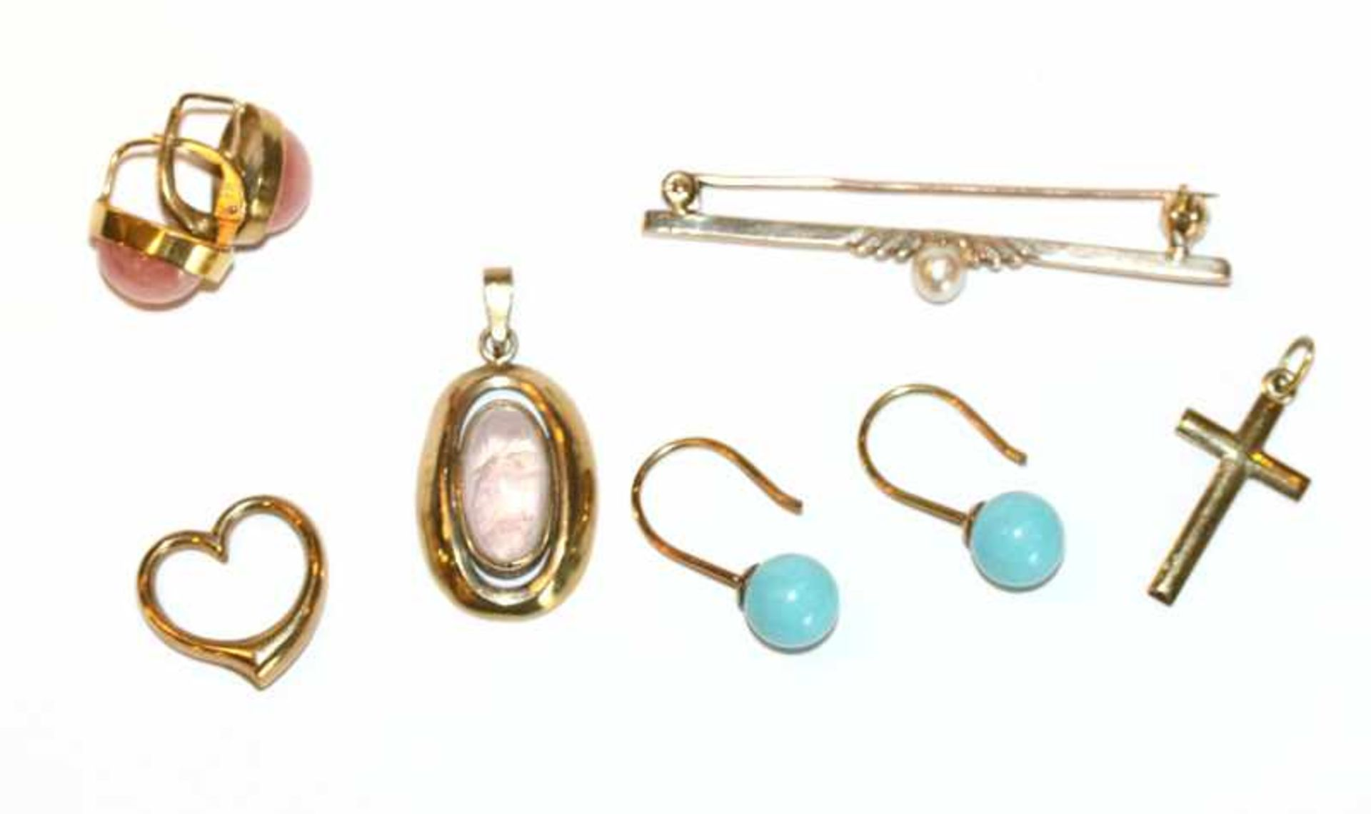 Los 56 - Konvolut von 8 k Gelbgold Schmuck: Paar Ohrhänger mit Rhodochrosit, Paar Ohrhänger mit hellblauen