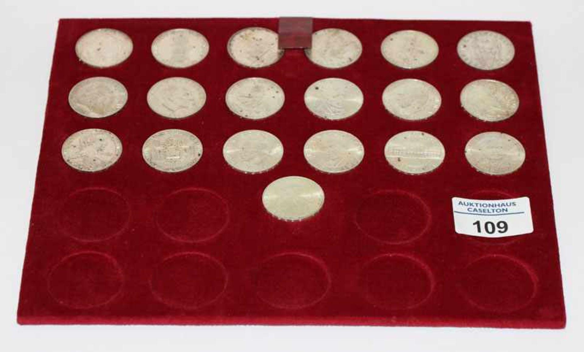 Los 109 - Satz Österreich 25 Schilling Silbermünzen, 19 Stück, zus. 197,6 gr. Feinsilber, in Etui