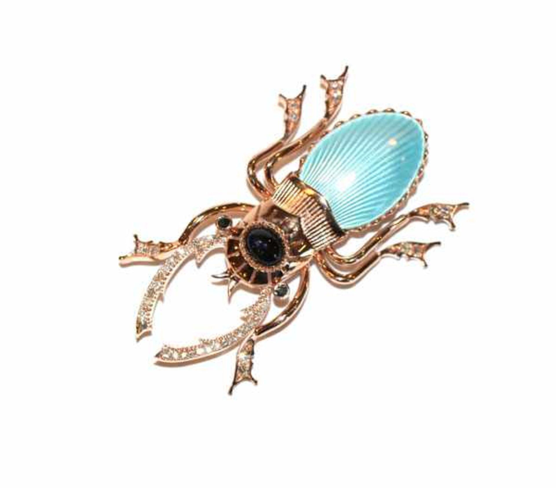 Los 98 - Ausgefallene 14 k Rosegold Brosche in Form eines Skarabäus mit hellblauem Emaildekor, Safiren und