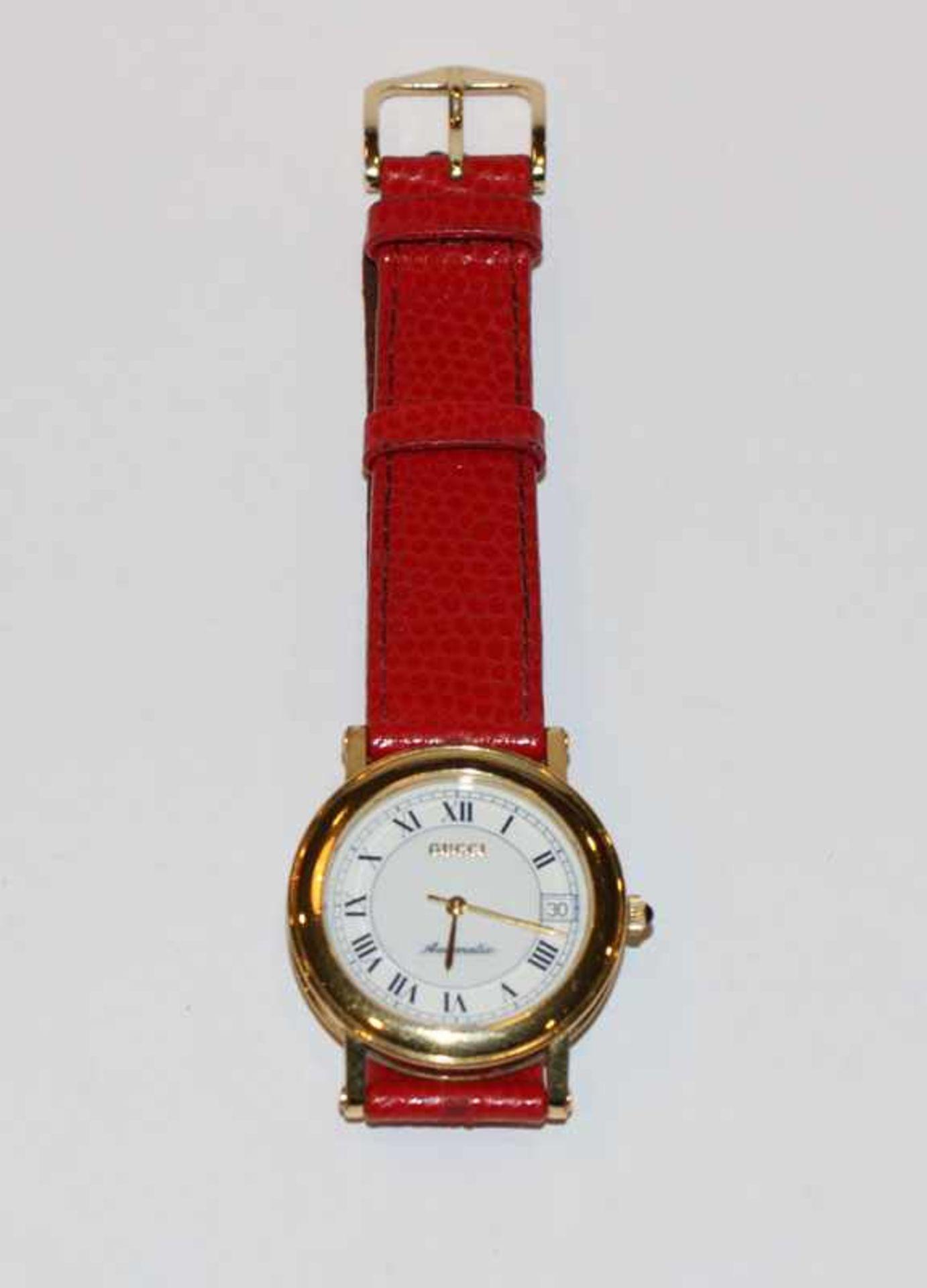 Los 67 - Gucci Damenarmbanduhr, Automatik, an rotem Armband, in Originaletui, leichte Tragespuren