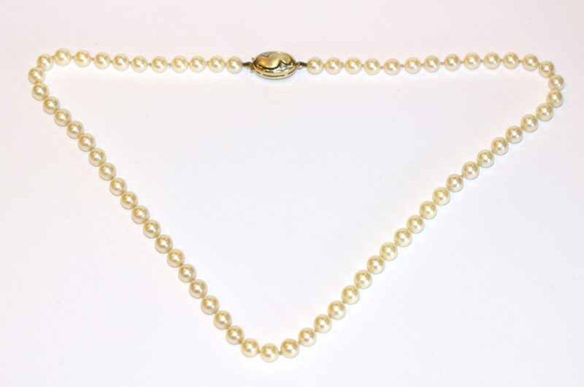 Perlenkette mit 14 k Gelbgold Schließe, L 48 cm