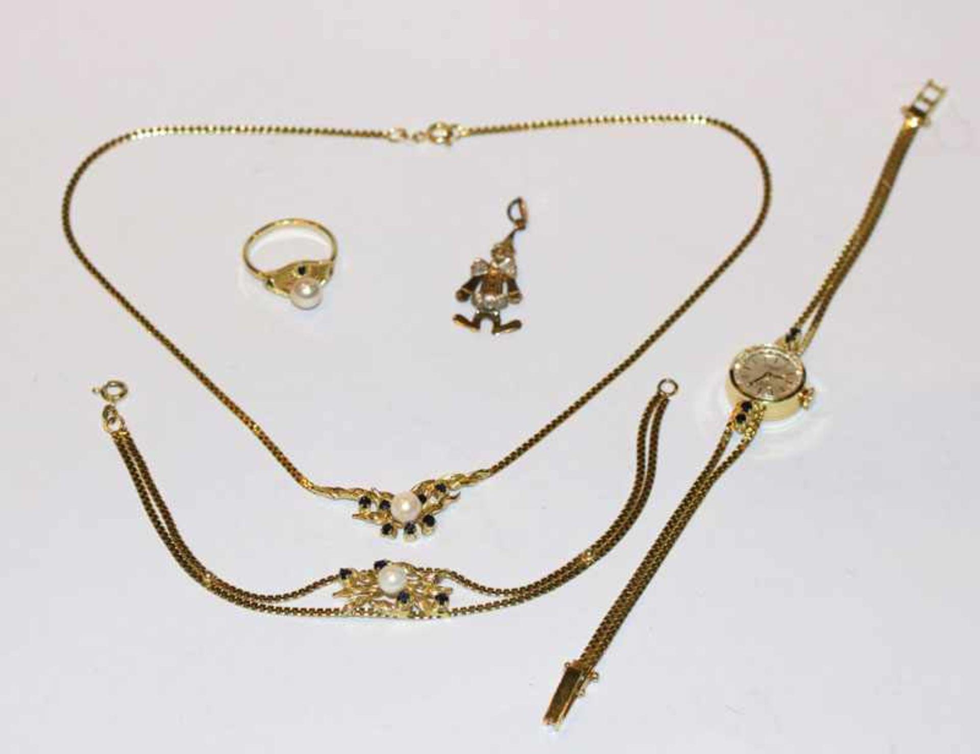 Los 75 - Silber/vergoldetes Schmuckset mit Perlen: Collierkette, Armband, Armbanduhr und Ring, sowie
