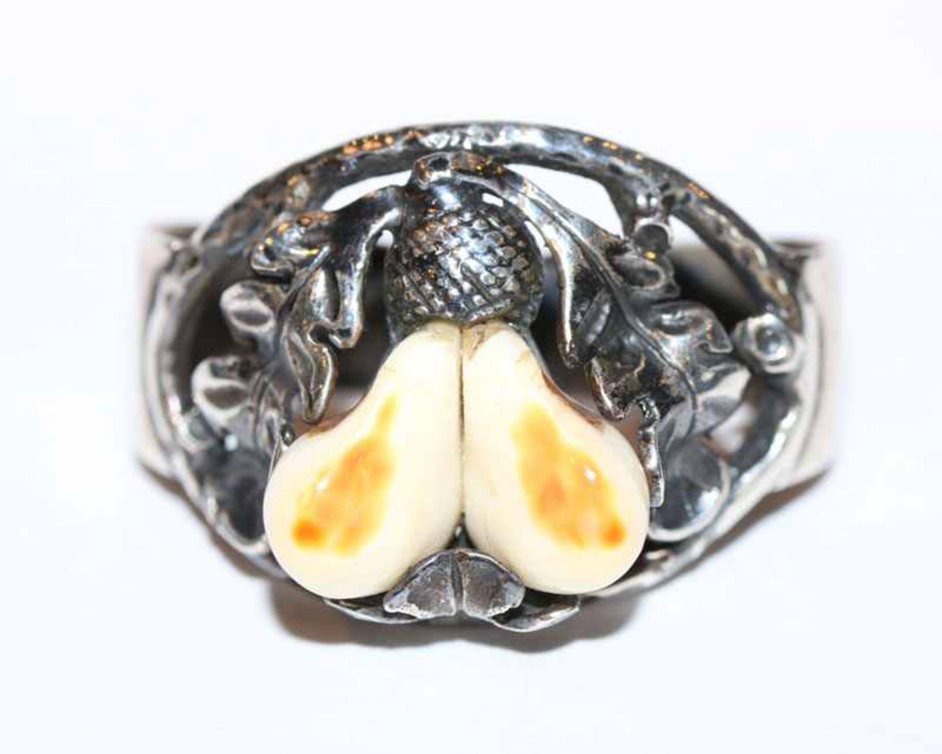 Los 82 - Silber Trachten Tuchring mit plastischem Eichenlaub und Grandelpaar, B 3 cm