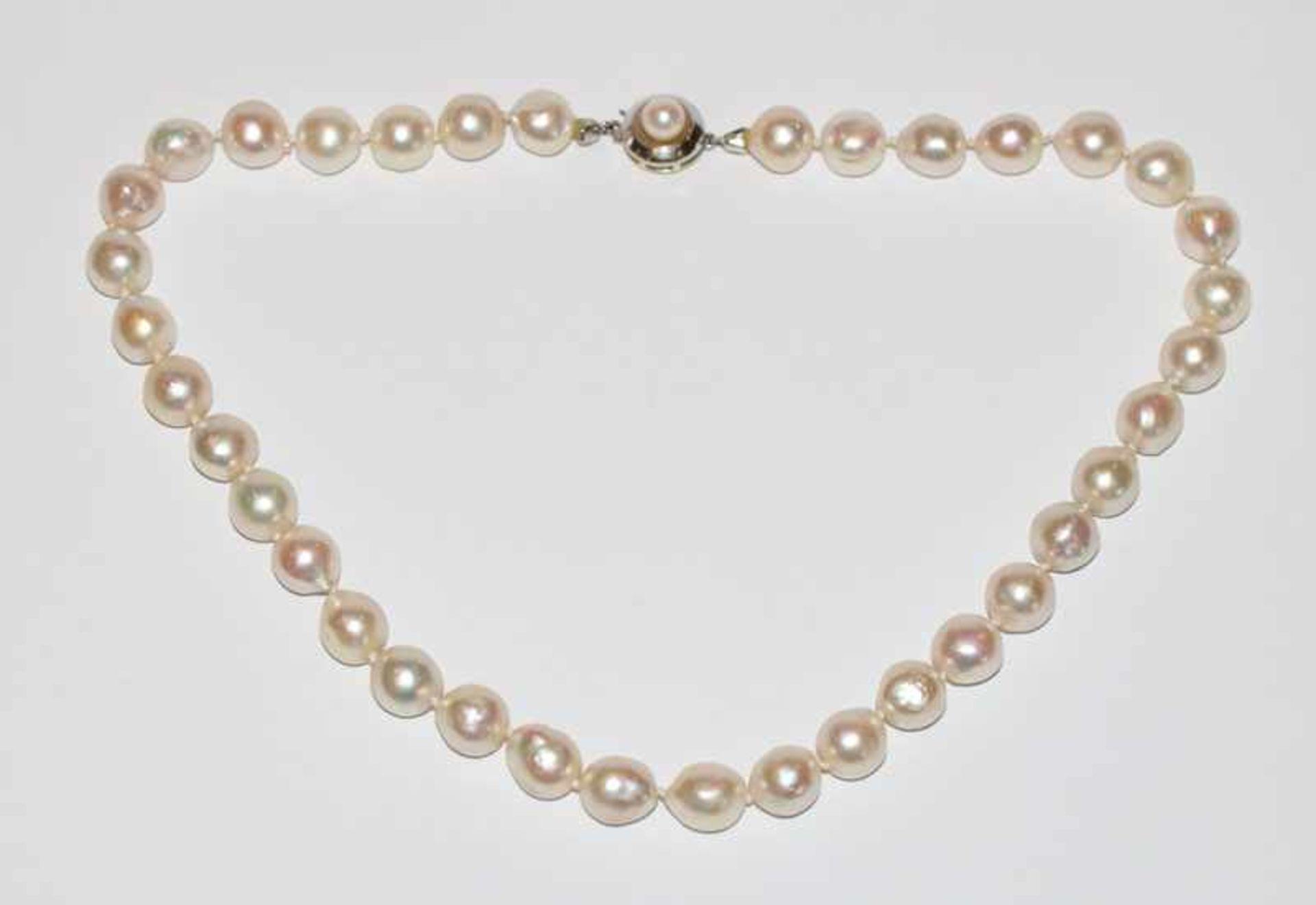 Los 13 - Perlenkette, Perlen 9/10 mm, 14 k Weißgold Schließe, L 38 cm