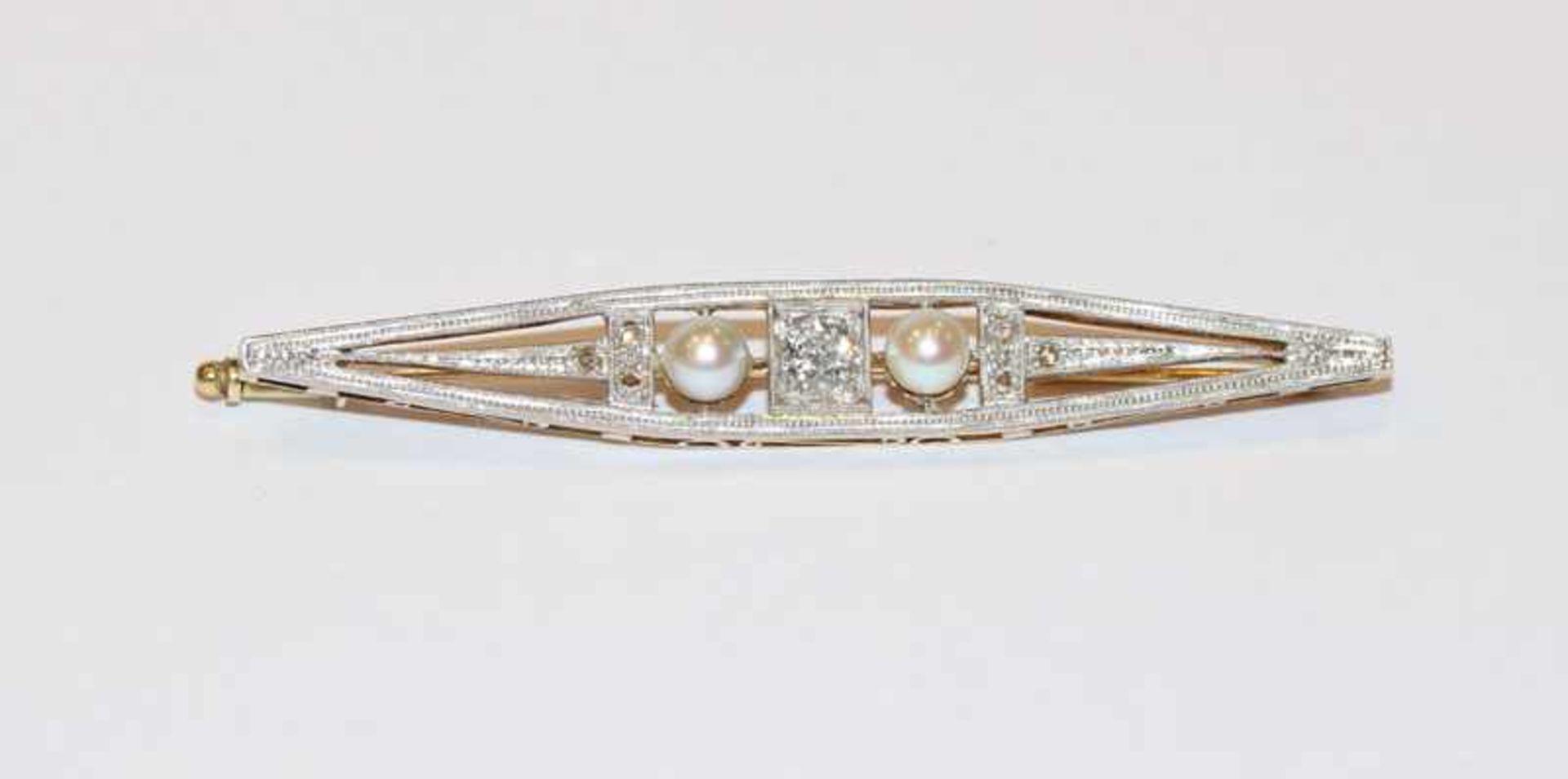 14 k Gelb- und Weißgold Nadel mit 7 Diamanten, Mittelstein ca. 0,40 ct., und 2 Perlen, klassische
