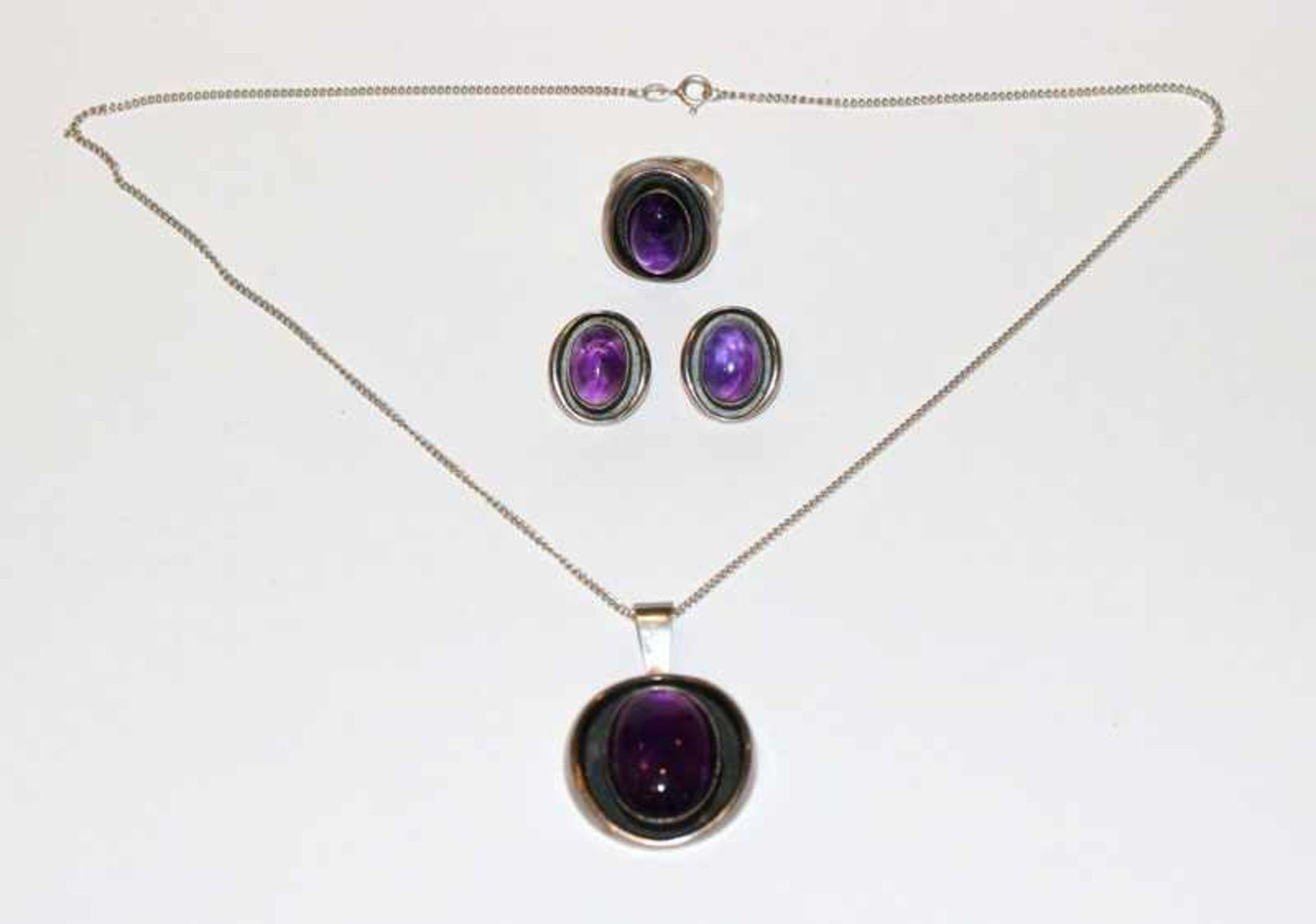 Los 30 - Silber Schmuck-Set mit Amethyst: Paar Ohrclips, Ring, Gr. 54, Anhänger, L 4,5 cm, an Kette, L 48 cm