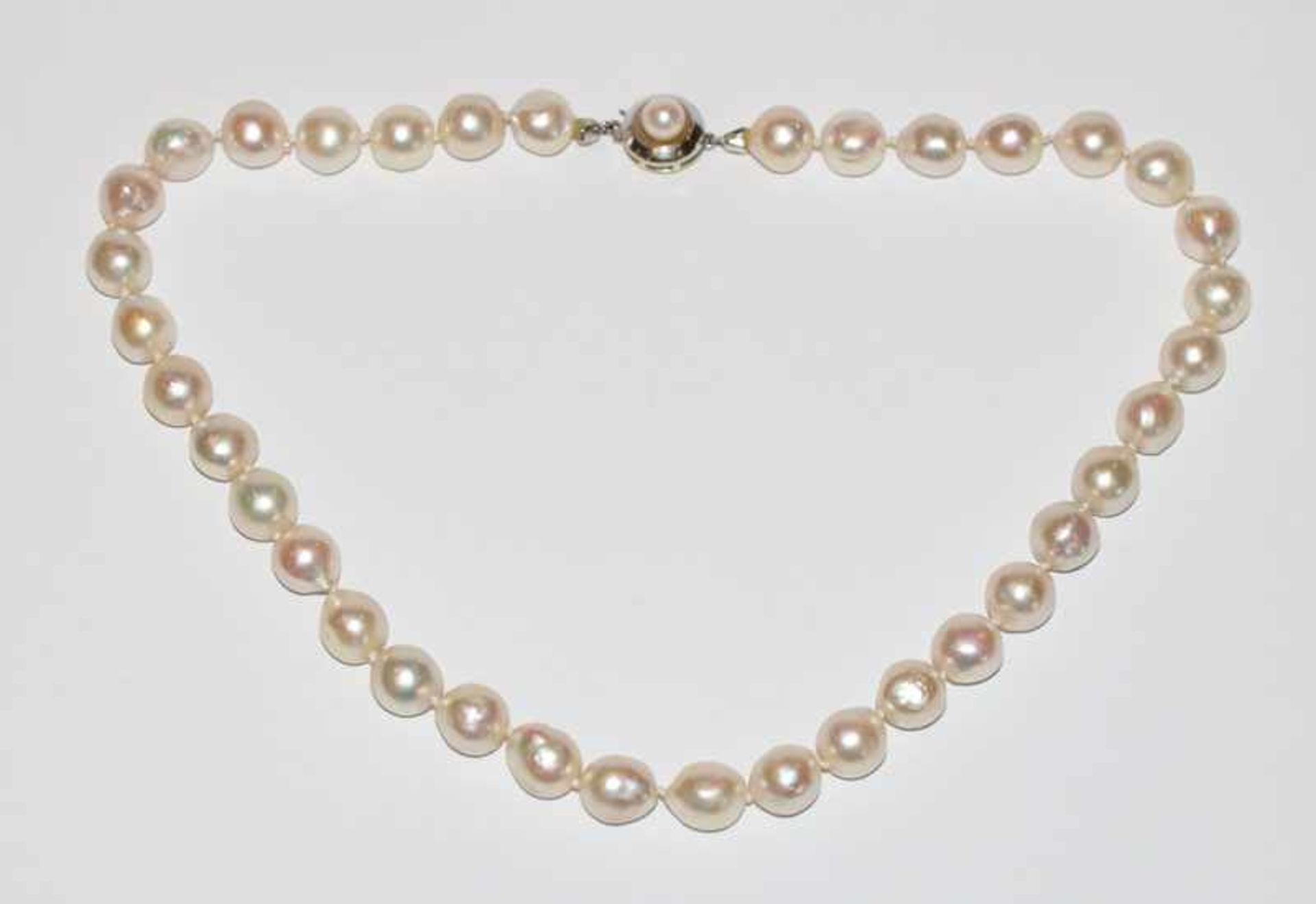 Perlenkette, Perlen 9/10 mm, 14 k Weißgold Schließe, L 38 cm