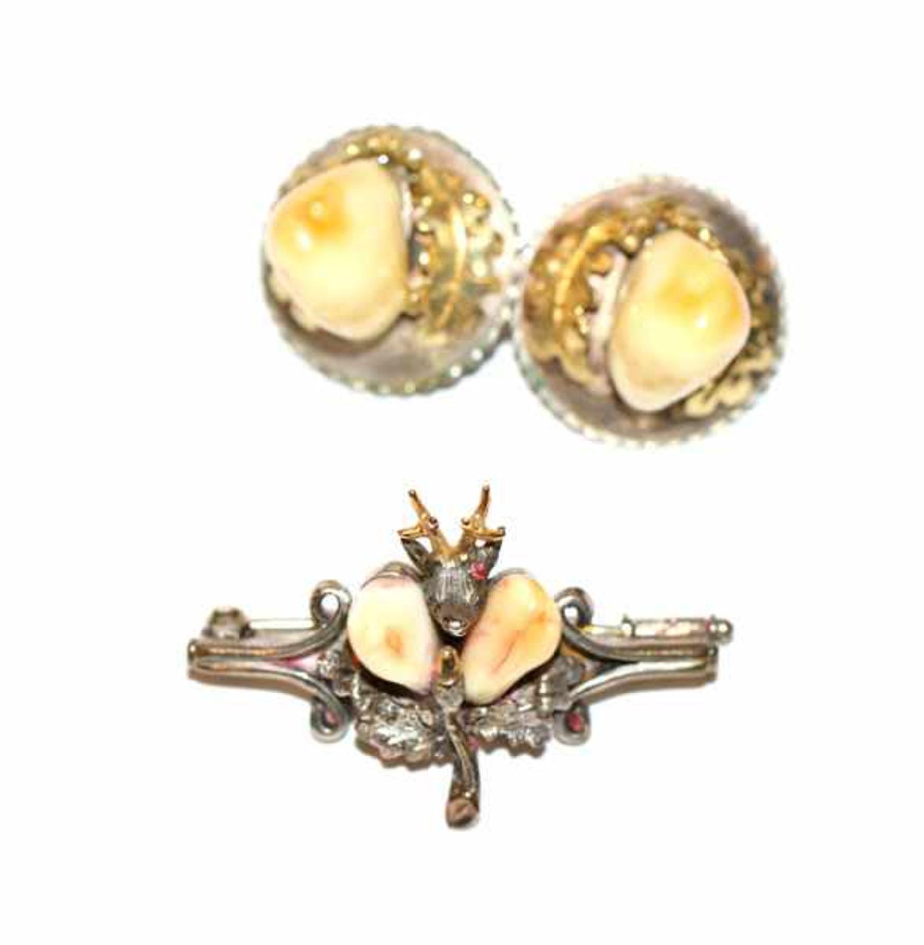 Paar Silber/teils vergoldete Ohrclips mit Grandeln und Silber Brosche mit plastischem Rehkopf und