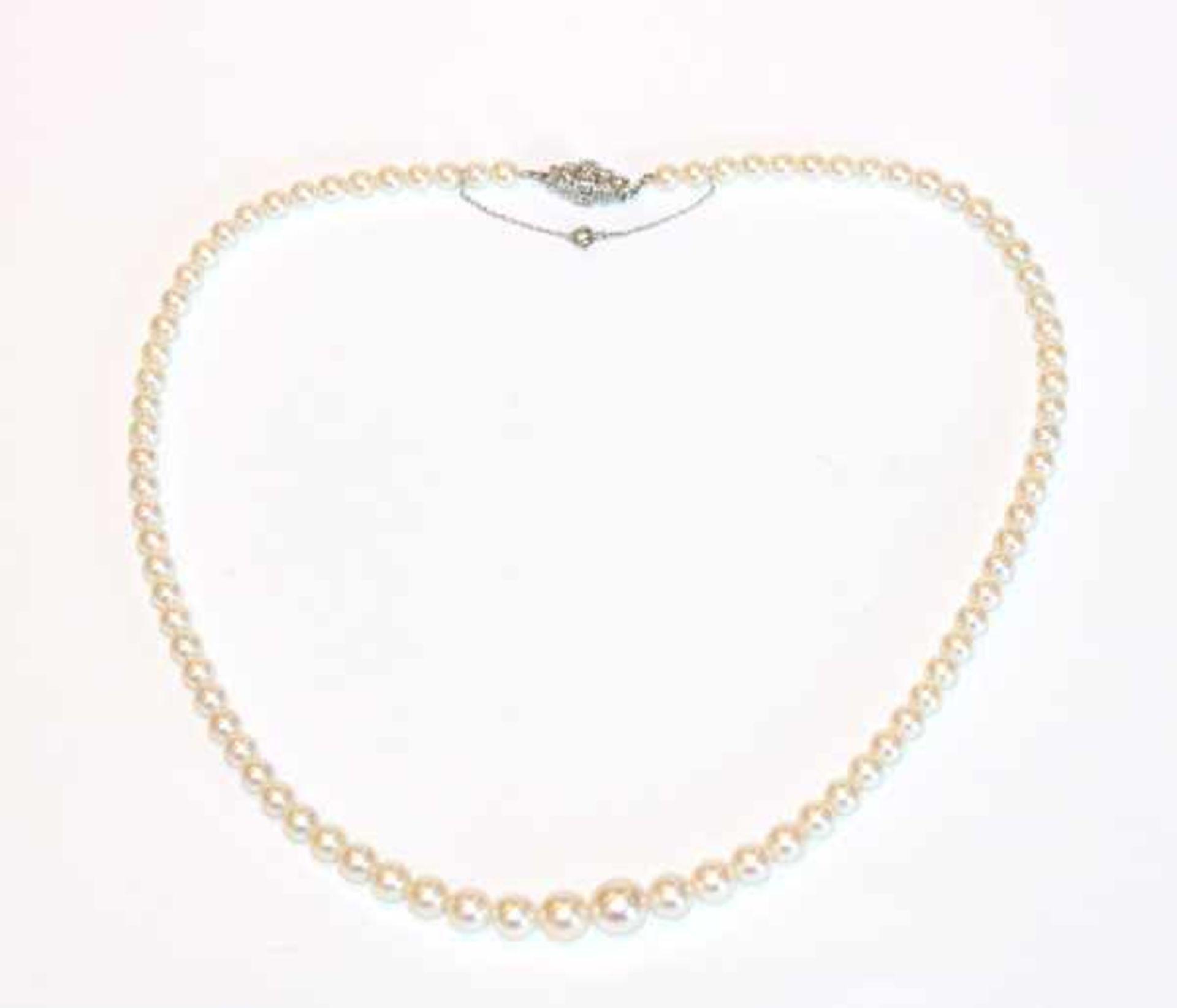 Los 12 - Perlenkette in Verlaufform mit 14 k Weißgold Schließe und Diamanten, gute Qualität, L 46 cm