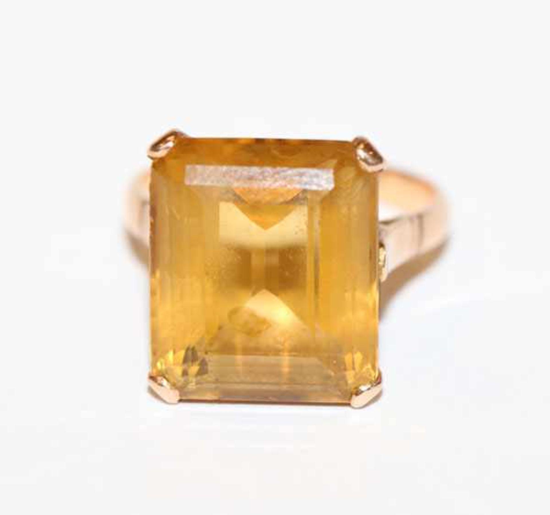 Los 24 - 14 k Gelbgold (geprüft) Ring mit Topas, Gr. 52, 5,6 gr.