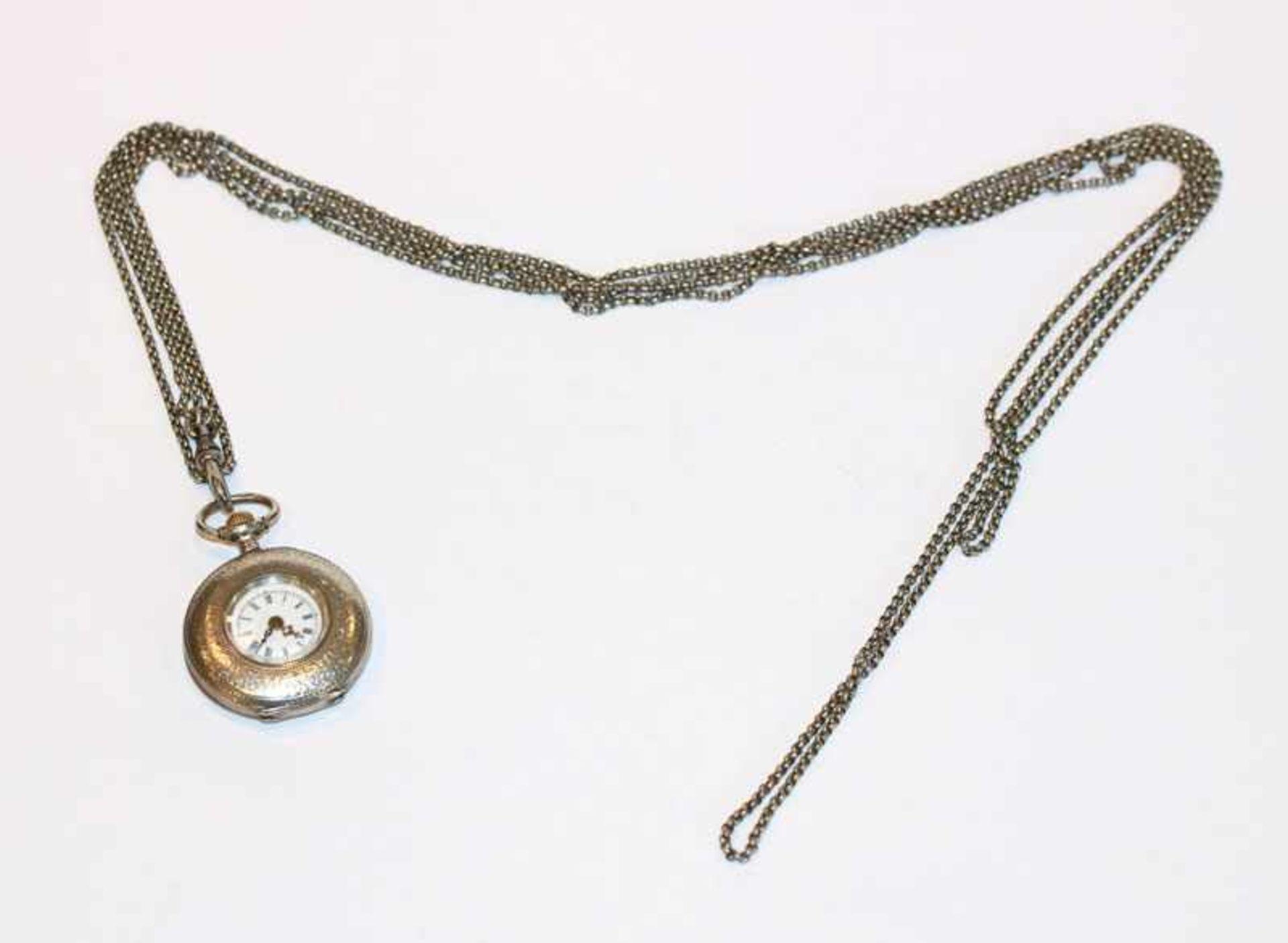 Silber Damen Taschenuhr, intakt, D 3 cm, an Kette, L 160 cm
