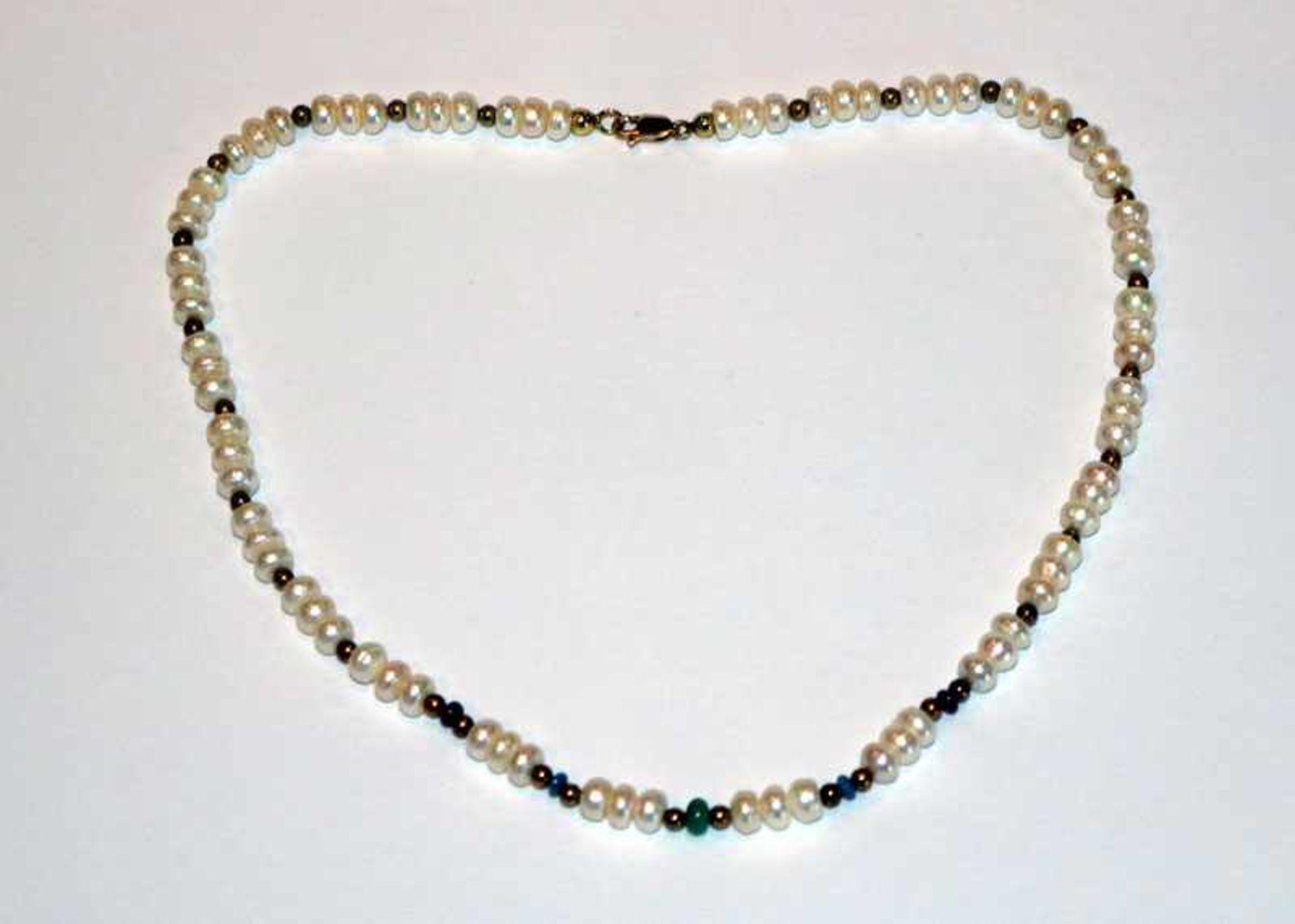 Süßwasser Perlenkette mit 14 k Gelbgold-Schließe und Farbsteinkugeln, L 40 cm