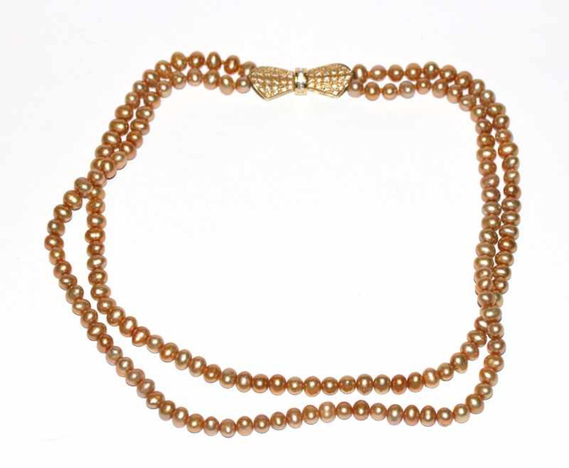 Los 47 - Perlenkette, 2-reihig mit 18 k Gelbgold Schließe, besetzt mit 63 Diamanten, L 40 cm, schöne