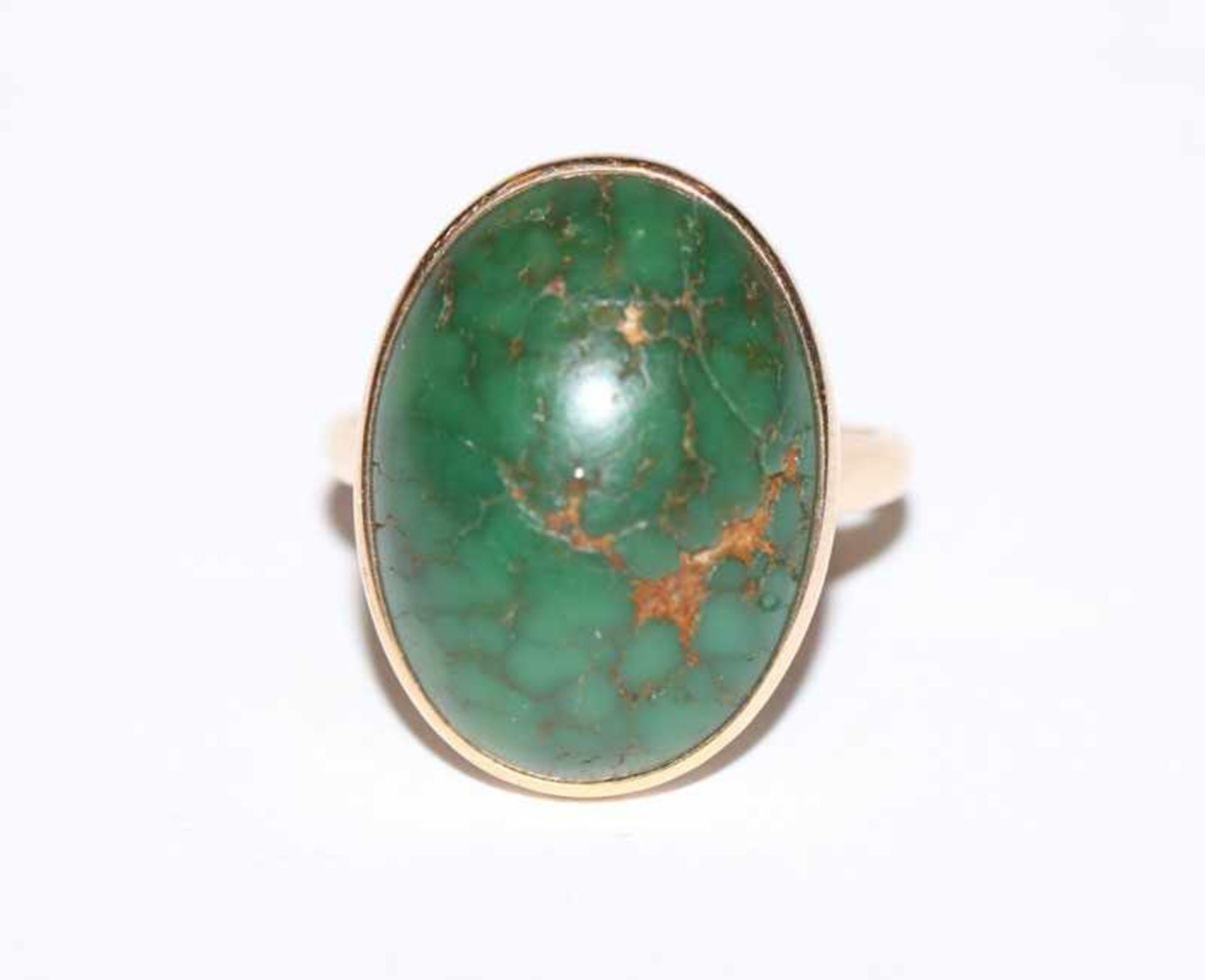 Los 46 - 14 k Gelbgold Ring mit grünem Türkis, Gr. 56, 5,8 gr.