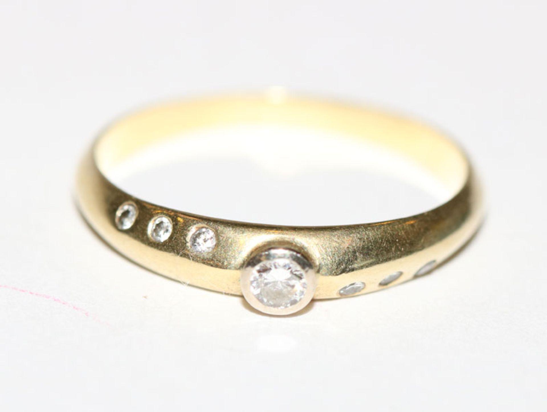 14 k Gelbgold Ring mit kleinen Diamanten, Gr. 53