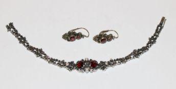Trachten-Armband, 835 Silber mit Granaten und Perlen, L 18 cm, und Paar passende Ohrhänger