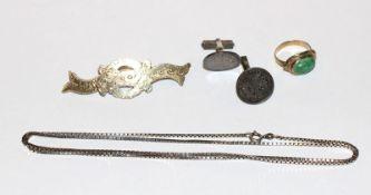 Silber Konvolut: Brosche, graviert, B 7 cm, Paar Münz Manschettenknöpfe, Kette, L 68 cm, und