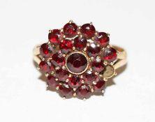 8 k Gelbgold Ring mit Granaten, ein Stein fehlt, Gr. 57