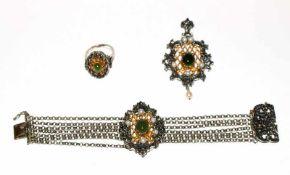 Schmuckset, 835 Silber, teils vergoldet mit Jade und Perlen: Anhänger, L 6,5 cm, B 4 cm, Armband,