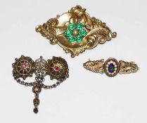 3 Trachten-Broschen, 2 x Doublé und 1 x Silber, mit Glassteinen, B 3,5/5,5 cm, Tragespuren