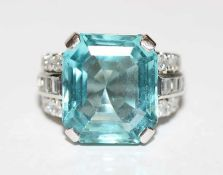 18 k Weißgold/PLatin Ring mit Aquamarin und 12 Diamanten, zus. ca. 0,80 ct., Gr. 54, schöne