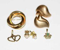 8 k Gelbgold Schmuck: Brosche, B 2,4 cm, Paar Ohrstecker, teils mattiert, Paar Perlen-Ohrstecker,