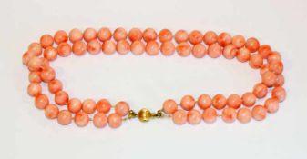 2-reihige Kugelkette in Korallenart mit 14 k Gelbgold Schließe, L 36 cm