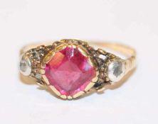 Antiker 8 k (geprüft) Gelbgold und Silber Ring mit 2 Diamanten und rotem Farbstein, Gr. 54