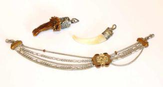 Armband mit Schieber, L 17,5 cm, und 2 Charivarianhänger, kein Silber