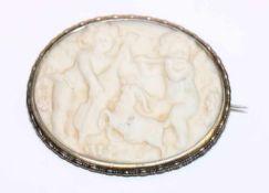 Silber Brosche mit plastischem Gußrelief '2 musizierende Puttos', H 4,5 cm, B 5,5 cm