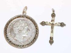 Silber Münze 'Maximilian II. König von Bayern', gefaßt, und Perlmutt/Silber Kreuzanhänger, L 4,5 cm