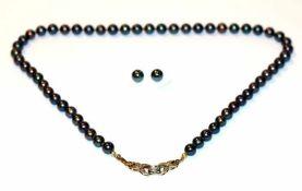 Perlen-Collierkette, grau-schimmernd mit 14 k Gelb- und Weißgold Schließe, besetzt mit Diamanten,