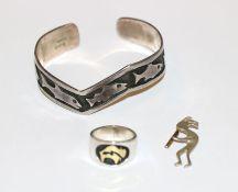 Delong Sterlingsilber Armspange mit Fischdekor, D 6 cm, Sterlingsilber Ring mit 14 k Gelbgold-