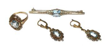 Silber Schmuckset, teils vergoldet mit hellblauen Glassteinen: Paar Ohrhänger, H 3,5 cm, Nadel, B
