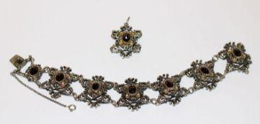 Silber Trachten-Armband, L 19 cm, und Anhänger, L 4 cm, beides teils vergoldet und mit Granaten
