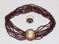Dekorative Kropfkette mit Granaten, 8-reihig, 835 Silber/vergoldete Schließe mit Muschelgemme '