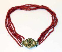 Korallen-Collier, 5-reihig mit Silber/Schaumgold Schließe mit Reliefdekor, L 38 cm