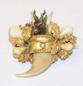 14 k Gelbgold Trachten-Broschen mit plastischem Eichenlaub und Hirschkopf aus Silber mit Grandeln