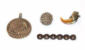 Silber Konvolut: Brosche, B 5,5 cm, St. Georg Anhänger, Charivari-Anhänger und ein Ohrhänger