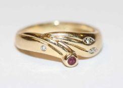 14 k Gelbgold Ring mit Rubin und kleinen Diamanten, Gr. 50, 2,7 gr.