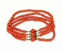 Korallenperlen-Armband, 4-reihig, getragen, L 17 cm