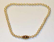Perlenkette, 8,8-9 mm Perlen mit schönem Lüster, 18 k Gelbgold Schließe, L 45 cm
